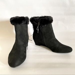 Fur ankle black suade boots